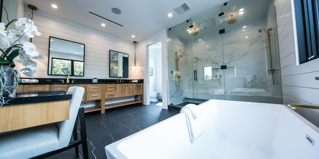 INSPIRED BATHROOMS: TRENDS MAKING A SPLASH